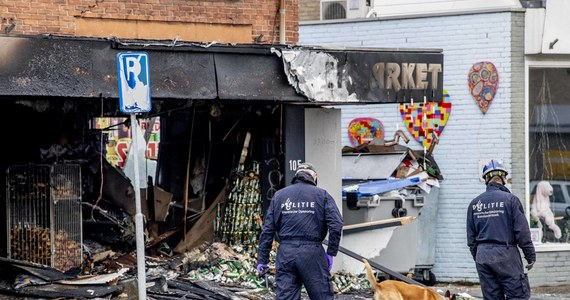 Aresztowano czterech podejrzanych o podłożenie ładunków wybuchowych w polskich supermarketach w Niderlandach. Chodzi o incydenty z przełomu 2020 i 2021 roku, kiedy doszło do szeregu eksplozji w supermarketach w Aalsmeer, Heeswijk-Dinther, Beverwijk (dwa razy) i Tilburgu.