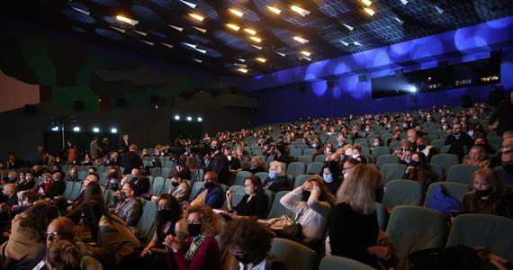 Unijny certyfikat covidowy może być wykorzystywany do sprawdzania, czy osoby z publiczności np. uczestniczące w koncertach, są zaszczepione czy też nie. W przypadku kiedy są - nie będą wliczane do limitów.