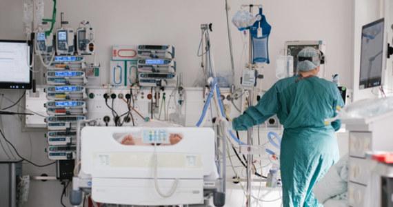 Ministerstwo Zdrowia poinformowało, że w ciągu ostatniej doby zakażenie koronawirusem potwierdzono u 664 osób. Zmarło 128 pacjentów z Covid-19.