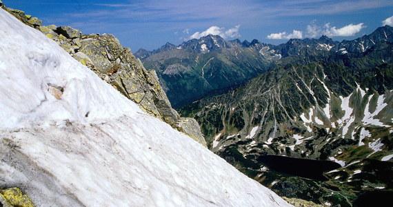 Dwie osoby zostały porwane przez lawinę w rejonie Koziego Wierchu w Tatrach. Obie na szczęście przeżyły, natomiast mają pewne urazy - mówi RMF FM ratownik dyżurny Tatrzańskiego Ochotniczego Pogotowia Ratunkowego.