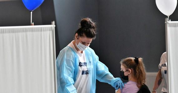 7 czerwca zostaną wystawione e-skierowania na szczepienie przeciwko Covid-19 dzieci w wieku od 12 do 15 lat - przekazał szef KPRM, pełnomocnik rządu ds. narodowego programu szczepień Michał Dworczyk.