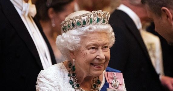 Pałac Buckingham przedstawił w środę szczegóły obchodów przypadającego w przyszłym roku Platynowego Jubileuszu królowej Elżbiety II, czyli 70-lecia jej panowania. Główne wydarzenia odbędą się podczas długiego weekendu od 2 do 5 czerwca 2022 roku.