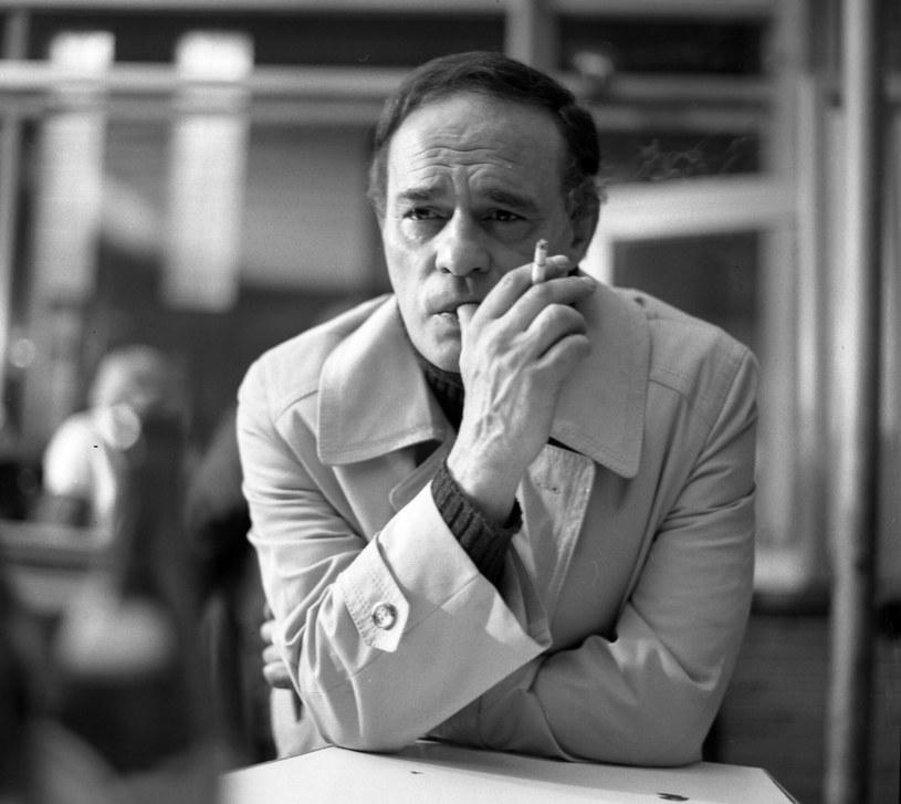 """""""Role teatralne pamiętam lata całe, filmowych wcale, z telewizyjnych - scenki"""" - mówił w 1984 roku jeden z najwybitniejszych polskich aktorów Roman Wilhelmi. Ironia losu, że największą popularność przyniosły mu właśnie serialowe kreacje?"""
