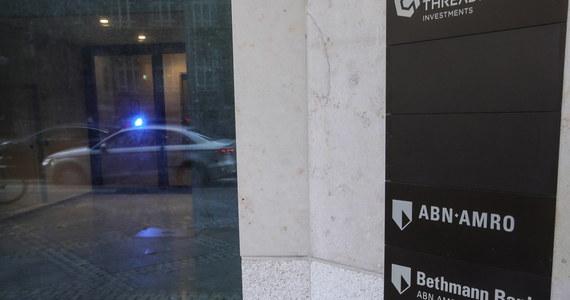 Pierwszy wyrok w europejskiej aferze podatkowej zasiał strach wśród setek bankierów, głównie w Niemczech. W ramach akcji ścigania uczestników procederu wyłudzania zwrotów podatkowych, sąd w Bonn skazał byłego dyrektora w jednym z niemieckim banków na pięć i pół roku więzienia. Władze unijne oceniają, że siatka bankierów i prawników wyłudziła dla swoich klientów zawrotną sumę ponad 50 mld euro. Według Europejskiego Urzędu Nadzoru Giełd i Papierów Wartościowych nie można wykluczyć, że w podobny sposób wysysano pieniądze z polskiego budżetu.