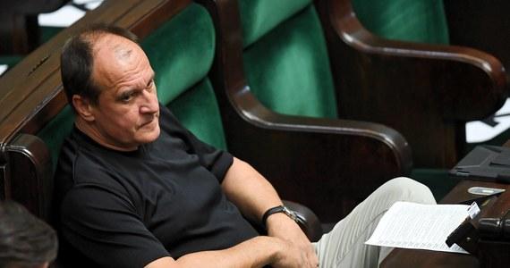 """W środę do Sejmu wpłynął przygotowany przez Kukiz'15 projekt tzw. ustawy antykorupcyjnej, pod którym oprócz posłów wnioskodawców podpisali się też posłowie Prawa i Sprawiedliwości oraz koła Polskie Sprawy. """"Widać, że prezes dotrzymuje słowa i ustawa pojawiła się zgodnie z naszą umową"""" - powiedział PAP Paweł Kukiz. Jak dodał, będzie """"w pełni zadowolony, jak podpis pod nią złoży prezydent, a ustawa wejdzie w życie""""."""