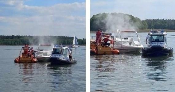 Tłumy na Szlaku Wielkich Jezior Mazurskich przekładają się na liczbę interwencji Mazurskiego Ochotniczego Pogotowia Ratunkowego. W czwartek wodne karetki wypływały kilka razy.