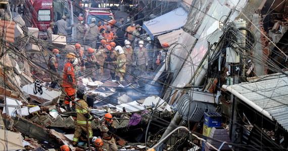 Co najmniej dwie osoby, w tym niemowlę, zginęły w czwartek w Rio de Janeiro na wschodzie Brazylii, gdy zawalił się czteropoziomowy budynek - poinformowała miejska straż pożarna. Uratowano cztery osoby, strażacy poszukują jeszcze co najmniej jednej.