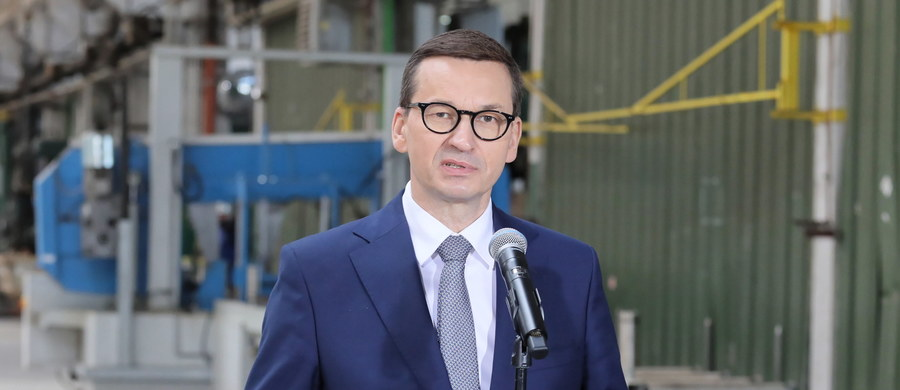 """""""To z jednej strony pomysł aspiracyjny: chcemy pokazać, że Polskę stać na odbudowę naszych najwspanialszych obiektów i pamiątek z przeszłości"""" – tak premier Mateusz Morawiecki opisał w rozmowie z """"Faktem"""" plan odbudowy Pałacu Saskiego. """"Z drugiej strony jest to też pewien symbol sprawiedliwości historycznej, o którą się dopominamy i którą potrzebujemy zaznaczyć"""" – dodał."""