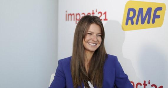 """""""Ważne jest to, żeby zadbać o każdy aspekt życia. Jak zrozumiałam, że nie muszę być przepracowaną kobietą, która niesie wiele ról: matki, żony,  przyjaciółki, szefowej"""" - mówi w rozmowie z Krzysztofem Berendą, dziennikarzem RMF FM Anna Lewandowska. Jak zaznacza, w życiu bardzo ważna jest równowaga pomiędzy pracą a odpoczynkiem."""