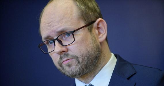 """""""Tego wywiadu nie można słuchać w oderwaniu od rzeczywistości, jaka go otacza"""" - stwierdził w rozmowie z RMF FM wiceszef resortu spraw zagranicznych Marcin Przydacz, komentując kontrowersyjny wywiad Ramana Pratasiewicza w białoruskiej telewizji państwowej. Opozycjonista skrytykował w nim m.in. białoruską opozycję, a także Polskę i Litwę."""
