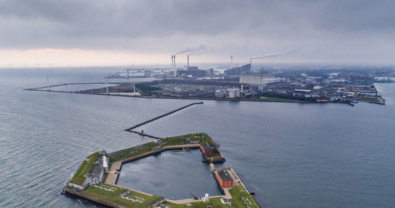 Duński parlament Folketinget przyjął ustawę umożliwiającą budowę sztucznej wyspy Lynetteholm w porcie w Kopenhadze. Na usypywanej stopniowo przez 30 lat ziemi ma powstać dzielnica dla 35 tys. mieszkańców.
