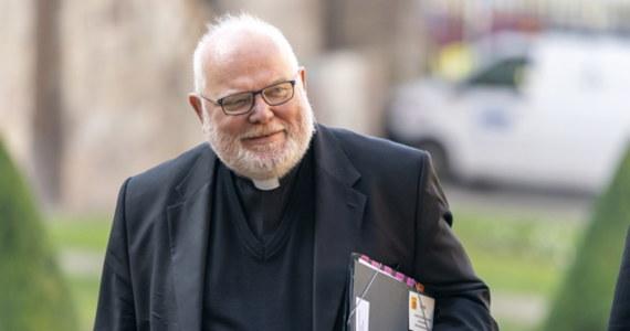 """Arcybiskup Monachium i Freisingu, kardynał Reinhard Marx, złożył rezygnację na ręce papieża Franciszka. To dla kardynała """"kwestia współodpowiedzialności za katastrofę nadużyć seksualnych popełnionych przez przedstawicieli Kościoła"""" – podano w komunikacie. Jego zdaniem Kościół katolicki znalazł się w """"martwym punkcie""""."""
