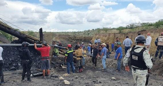 Siedmiu górników zostało uwięzionych pod ziemią po zawaleniu się chodnika w niewielkiej kopalni węgla w stanie Coahuila (północny Meksyk). Trwa akcja ratunkowa.
