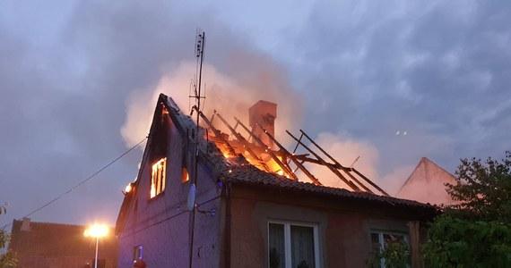 Cztery osoby zginęły w dwóch pożarach, do których doszło sobotę w nocy w woj. warmińsko-mazurskim - podała straż pożarna. Spłonął domek letniskowy w Pasymiu i budynek mieszkalny w Silginach w gminie Barciany.