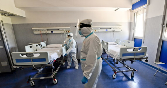 Mamy 415 nowych zakażeń koronawirusem. Jak informuje Ministerstwo Zdrowia, ostatniej doby po zachorowaniu na Covid-19 zmarło 38 pacjentów. Natomiast 1 072 osób wyzdrowiało.