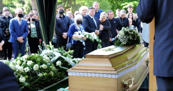 Rodzina, bliscy i znajomi pożegnali w sobotę 18-letnią Magdę ze Świńca (Zachodniopomorskie), zabitą pod koniec maja. Dziewczyna spoczęła na cmentarzu w Gostyniu.