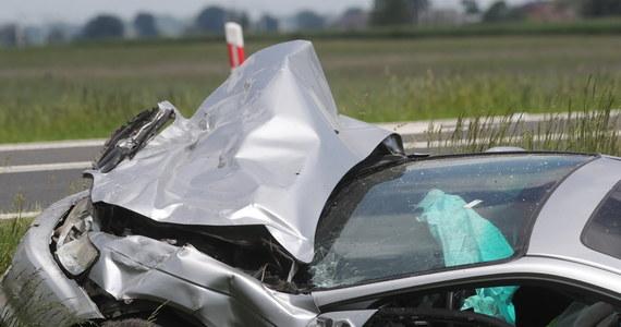 Dwie osoby zginęły w wypadku na drodze krajowej nr 92 w Bąkowie Górnym (woj. łódzkie). Zderzyły się tam dwa auta osobowe.