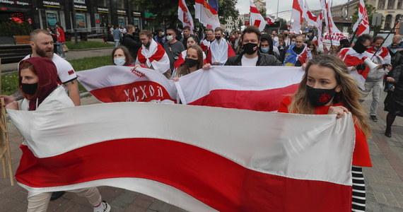 Białoruski politolog Arciom Szrajbman poinformował w sobotę, że wyjechał ze swego kraju na Ukrainę po emisji wywiadu z Ramanem Pratasiewiczem w białoruskiej telewizji państwowej, w którym wspomniano jego nazwisko.