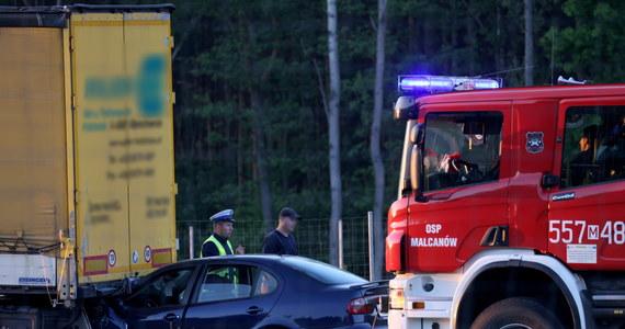 Trzy osoby zostały ranne w wypadku na S17 w Wólce Mlądzkiej na Mazowszu. Auto osobowe zderzyło się tam z ciężarówką.