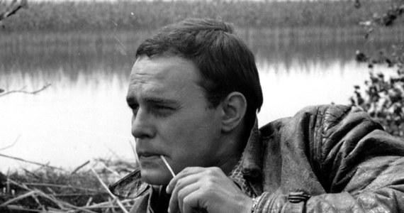 """85 lat temu w Poznaniu urodził się Roman Wilhelmi - wybitny aktor teatralny i filmowy. Widzowie pamiętają go m.in. z ról w takich serialach jak """"Czterej pancerni i pies"""", """"Kariera Nikodema Dyzmy"""" i """"Alternatywy 4""""."""