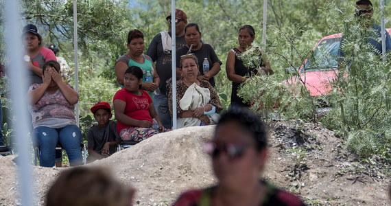 Ciała trzech górników wydobyto na powierzchnię z niewielkiej kopalni węgla w stanie Coahuila na północy Meksyku, która częściowo zawaliła się w następstwie powodzi. Trzech innych górników nie odnaleziono. Akcja ratunkowa trwa.