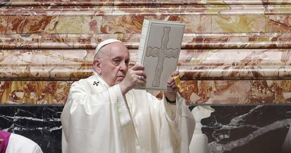 """""""Kościół musi być dużą salą - nie małym i zamkniętym kręgiem"""" - mówił w niedzielę papież Franciszek. """"Kościół doskonałych i czystych jest pomieszczeniem, w którym nie ma miejsca dla nikogo"""" - ostrzegł."""