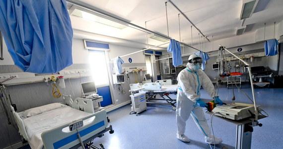 Indyjski wariant koronawirusa jest o ok. 40 proc. bardziej zakaźny od wariantu brytyjskiego, co powoduje, iż decyzja w sprawie całkowitego zniesienia restrykcji w Anglii 21 czerwca jest trudniejsza - powiedział w niedzielę brytyjski minister zdrowia Matt Hancock.