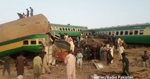 Co najmniej 40 osób zginęło w zderzeniu dwóch pociągów, do którego doszło w poniedziałek rano na południu Pakistanu - takie dane przekazały miejscowe służby medyczne. Obydwoma pociągami jechało w sumie około 1200 ludzi.