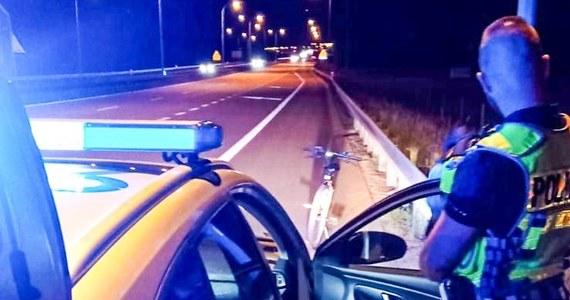 Rowerzysta został zatrzymany na drodze ekspresowej S3 przez policję z Międzyrzecza w Lubuskiem. Jechał pod prąd i był kompletnie pijany.