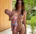 Emily Ratajkowski trzy miesiące po porodzie w bikini