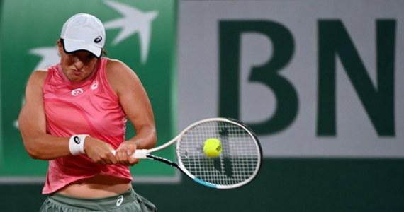 Iga Świątek wywalczyła sobie o awans do ćwierćfinału wielkoszlemowego French Open: na korcie centralnym w Paryżu 20-letnia Polka zmierzyła się z młodszą o rok Ukrainką Martą Kostiuk. Polka pokonała rywalkę 6:3, 6:4. W ćwierćfinale zmierzy się z  Greczynką Marią Sakkari.