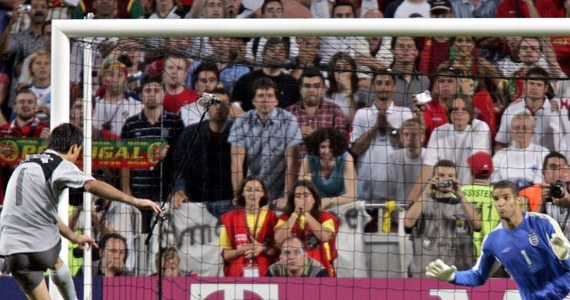 Mistrzostwa Europy na stałe wpisały się w kalendarz piłkarskich fanów. W historii Euro pełno jest dramatycznych konkursów rzutów karnych, zwycięstw piłkarskich kopciuszków i strzeleckich popisów gwiazd futbolu. O kilka z nich pytamy w naszym teście. Sprawdźcie swoją wiedzę!