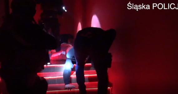 Przez co najmniej dwa lata na Śląsku zajmowali się czerpaniem korzyści z cudzego nierządu. Śląska policja właśnie rozbiła tę grupę przestępczą. Na razie zatrzymano 4 osoby, ale policja nie wyklucza, że będą kolejne zatrzymania.