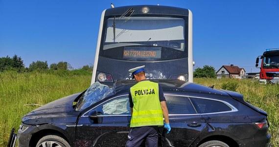 Śmiertelny wypadek na torach w Krzycku Wielkim w Wielkopolsce. Jedna osoba zginęła w zderzeniu pociągu relacji Wolsztyn-Leszno z samochodem osobowym.