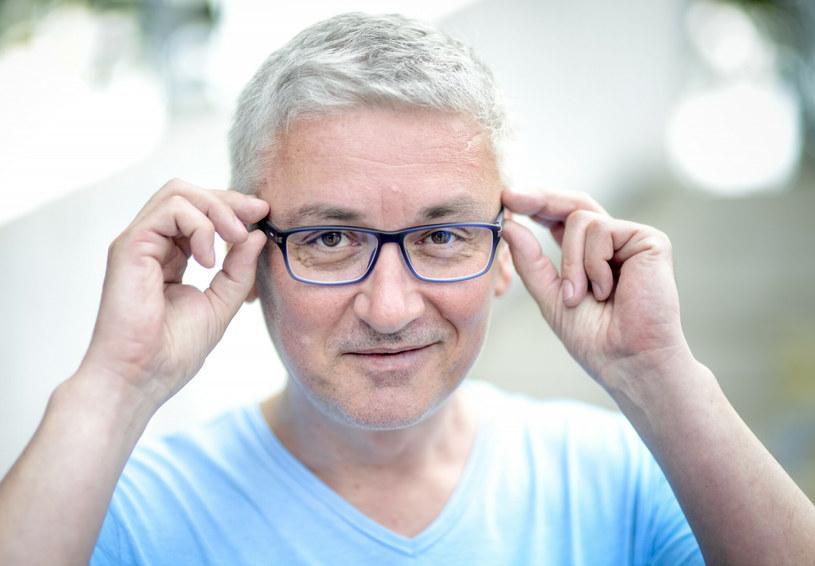 Artur Orzech oficjalnie dołączył do ekipy radia Rockserwis FM. Dziennikarz otrzymał audycję w poniedziałkowe wieczory. Na jego kanale na Youtube pojawił się komentarz, w którym uzasadnia swój wybór.