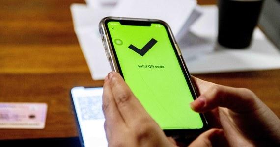 W AppStore jest już aplikacja do odczytu QR z Unijnego Certyfikatu Covidowego - poinformował we wtorek wieczorem minister zdrowia Adam Niedzielski. Zapowiedział, że niedługo pojawi się również w Google Play.