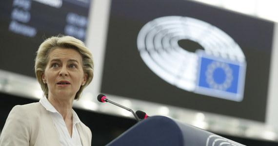 """Większość pytanych w krajach UE uważa, że Bruksela nie potrafiła ani skutecznie szczepić, ani zapobiec recesji – wynika z sondażu przeprowadzonego w 12 państwach Wspólnoty, przytaczanych w środę przez """"Rzeczpospolitą""""."""