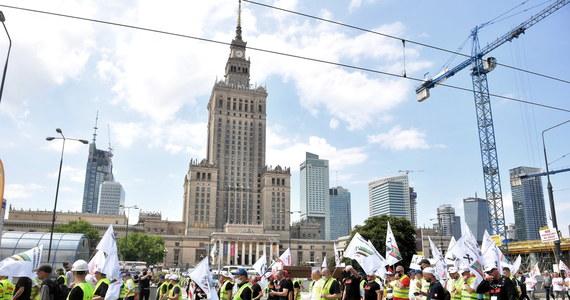 Zakończyły się kilkutysięczne protesty przedstawicieli z branży górniczej i energetycznej w Warszawie. Manifestacja spowodowała gigantyczne korki w stolicy.