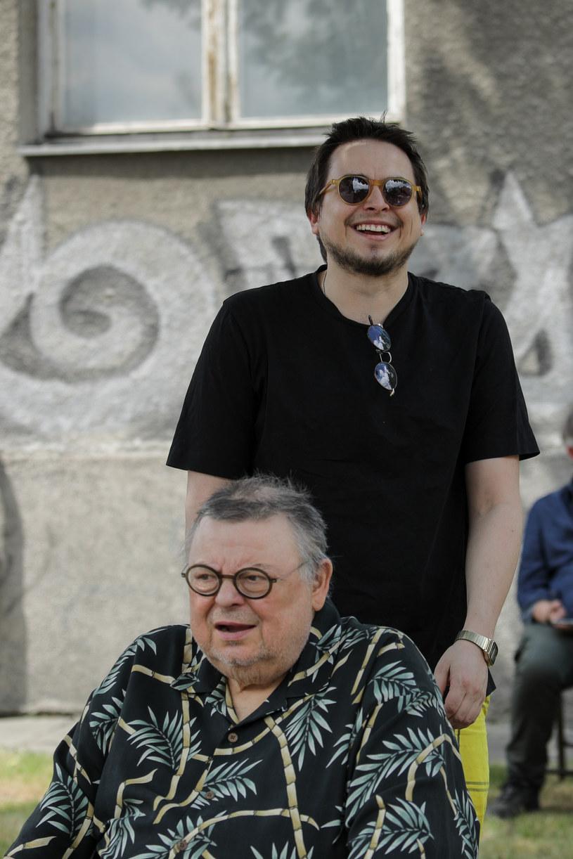 Wojciech Mann, który ostatnio rzadko pojawia się publicznie, wziął udział w uroczystości odsłonięcia muralu Kory z okazji jej 70. urodzin. Dziennikarz przybył tam w towarzystwie swojego syna Marcina, który służył mu pomocną dłonią.
