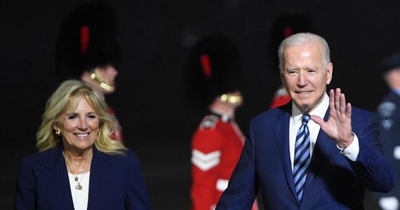 """""""Nie szukamy konfliktu z Rosją"""" - powiedział Joe Biden w środę po przylocie do Wielkiej Brytanii na szczyt państw G7. Stany Zjednoczone zareagują jednak w zdecydowany i znaczący sposób, jeśli rosyjski rząd zaangażuje się w szkodliwe działania - podkreślił prezydent USA."""