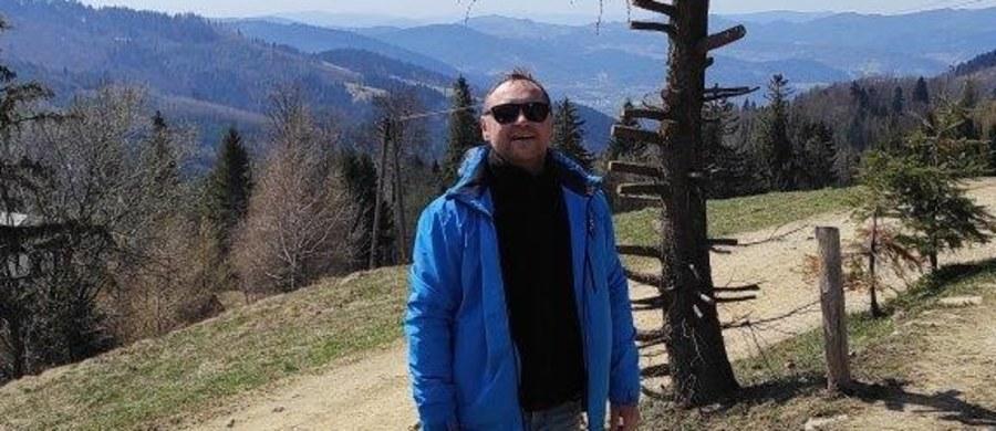 """""""W pewnym momencie stało się jasne, że moje płuca nie podejmą już pracy, że zostały zniszczone, a może życie podtrzymują tylko maszyny"""" - opowiada Grzegorz Lipiński, który niespełna rok temu przeszedł transplantację płuc z powodu Covid-19. W sobotę, 12 czerwca, wraz z innymi osobami po przeszczepie stanie na starcie Biegu po Nowe Życie."""