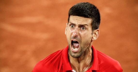 Lider rankingu tenisistów Serb Novak Djokovic awansował do półfinału wielkoszlemowego French Open, pokonując Włocha Matteo Berrettiniego 6:3, 6:2, 6:7 (5-7), 7:5. Jego kolejnym przeciwnikiem będzie rekordzista paryskiej imprezy Hiszpan Rafael Nadal. Pojedynek był bardzo ciężki - w pewnym momencie Djokovicowi puściły nerwy i zaczął krzyczeć.