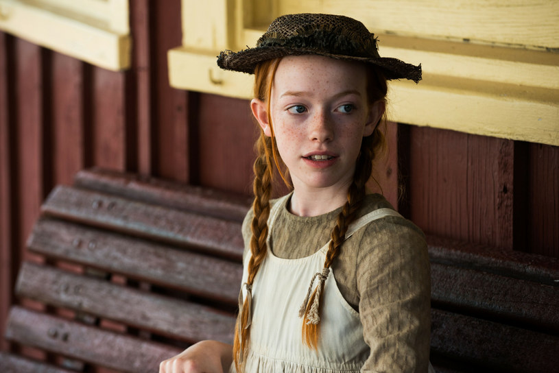 """Amybeth McNulty jest aktorką, którą wielu widzów dobrze pamięta z serialu """"Ania, nie Anna"""". Właśnie wyszło na jaw, że gwiazda dołączyła do obsady innego hitu Netfliksa - """"Stranger Things""""."""