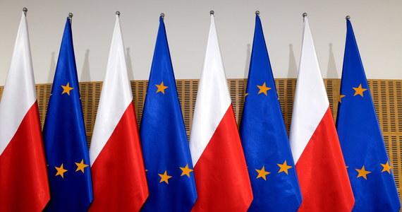 Zanosi się na nowe starcie między Komisją Europejską a polskim rządem. KE domaga się wycofania przez premiera Mateusza Morawieckiego wniosku do Trybunału Konstytucyjnego o uznanie wyższości prawa polskiego nad unijnym. Szef rządu na konferencji prasowej jednoznacznie zapowiedział, że tego nie zrobi.