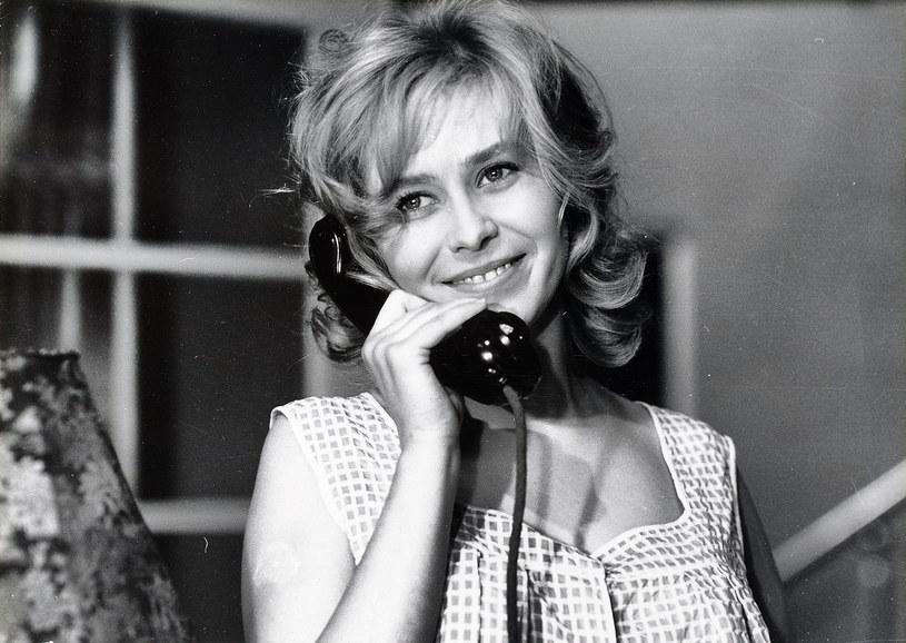 Uchodziła za prawdziwą seksbombę. W latach 60. niewiele było Polek, które dorównywało jej urodą. Choć wielu starało się ją zdobyć, Joanna Szczerbic wybrała Jerzego Skolimowskiego, reżysera, którego była muzą i żoną przez wiele lat. To właśnie z nim w 1969 roku wyjechała za granicę, dobrowolnie rezygnując z doskonale zapowiadającej się kariery. Gdyby żyła, w niedzielę obchodziłaby 80. urodziny.