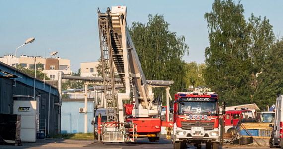 Strażacy kończą akcję gaśniczą na terenie dawnych zakładów ZNTK w Poznaniu, gdzie wybuchł pożar w jednej z opuszczonych hal. Nie ma osób poszkodowanych.