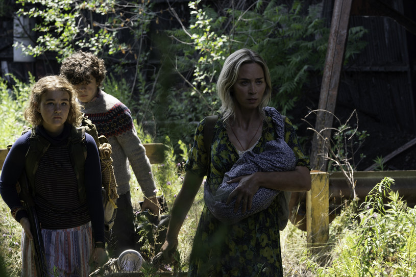 """Rozrasta się uniwersum skromnego horroru science-fiction z 2018 roku zatytułowanego """"Ciche miejsce"""", który przebojem wdarł się do grona najlepiej ocenianych horrorów wszech czasów. Podczas gdy w kinach króluje właśnie jego kontynuacja, ogłoszony została już spin-off serii, który wyreżyseruje Jeff Nichols."""