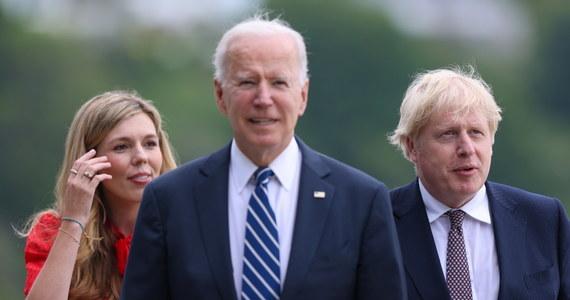 """Stany Zjednoczone będą """"arsenałem szczepionek"""" dla świata - oznajmił w czwartek prezydent USA Joe Biden, potwierdzając informację, że jego administracja kupi 500 mln szczepionek Pfizera, aby je przekazać ubogim krajom."""
