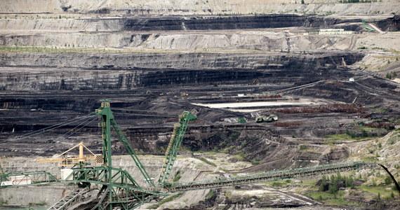 """Komisja Europejska nadal uważnie śledzi wykonanie przez Polskę nakazu Trybunału Sprawiedliwości UE w sprawie natychmiastowego zaprzestanie wydobycia węgla brunatnego w kopalni Turów - przekazała dziennikarce RMF FM rzeczniczka KE. Rzeczniczka podkreśliła, że Polskie władze """"muszą zastosować się do tego środka tymczasowego""""."""