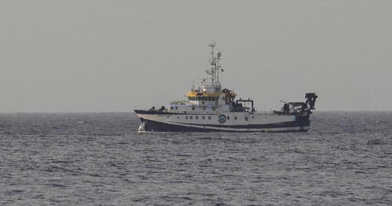Hiszpańska Gwardia Cywilna, dzięki zastosowaniu sonaru i zdalnie sterowanego robota podwodnego, odnalazła w czwartek wieczorem na dnie morza koło Teneryfy zwłoki jednej z dwóch uprowadzonych przez ojca dziewczynek, 6 letniej Olivii. Teraz dno morskie jest przeczesywane w poszukiwaniu zwłok jej siostry, rocznej Anny oraz ojca dzieci, 37 letniego Tomasa Gimeno - poinformowało przedstawicielstwo rządu centralnego na Wyspach Kanaryjskich. Poszukiwania trwają od ponad 40 dni.